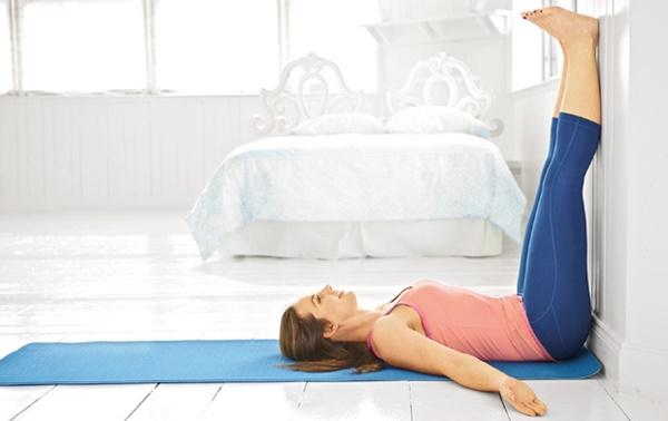 3 động tác yoga đơn giản giúp dễ ngủ - Tạp chí Đẹp