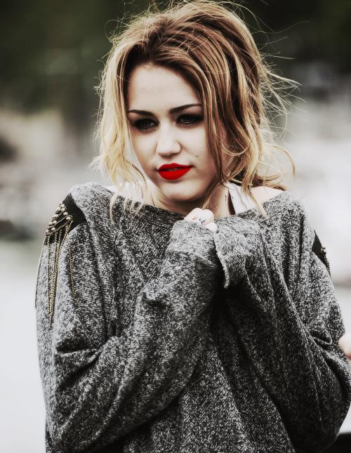 Tạo đôi môi đỏ nổi loạn như Miley Cyrus