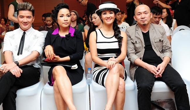 Dàn Huấn luyện viên Giọng hát Việt 2013 lấy được cảm tình của người xem ngay từ khi chương trình chưa bắt đầu.