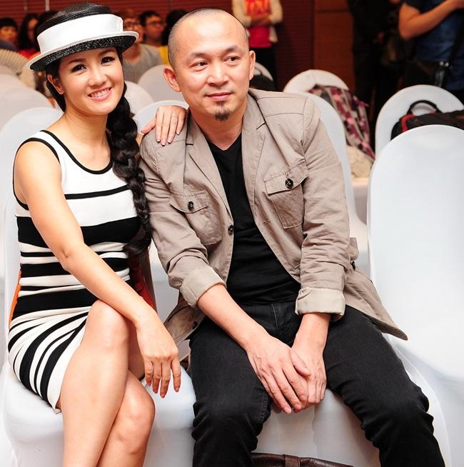 Ca sĩ Hồng Nhung tươi tắn bên nhạc sĩ Quốc Trung.