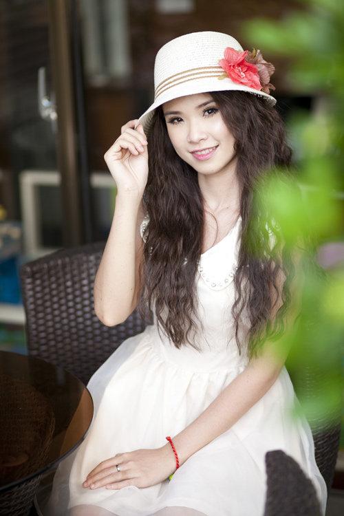 Sao Việt đồng loạt lăng xê mốt tóc uốn mì sợi