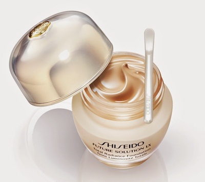 Kem nền mới Future Solution LX Total Radiance Foundation