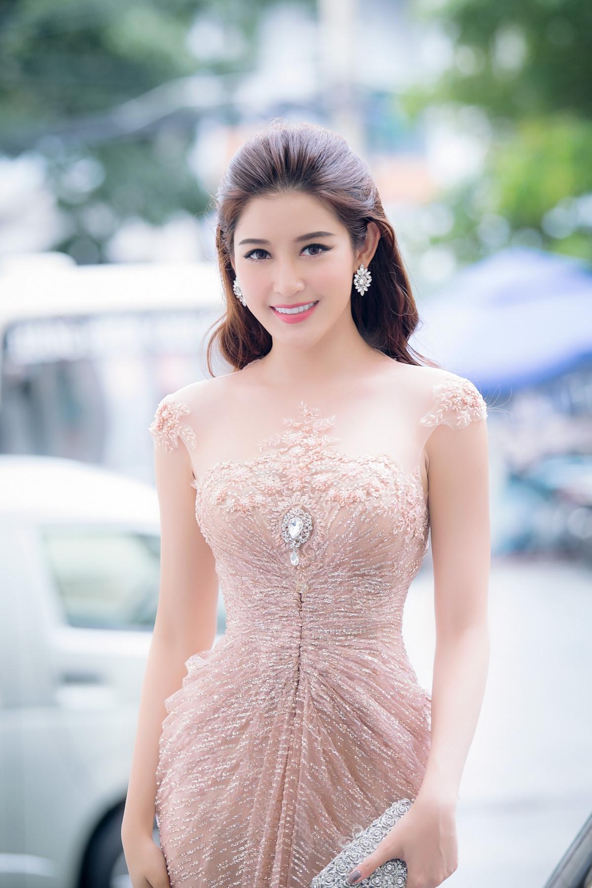 """Á hậu Huyền My ngồi """"ghế nóng"""" Người đẹp nhân ái – Hoa hậu Việt Nam"""