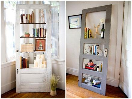 cửa cũ làm khung giá sách