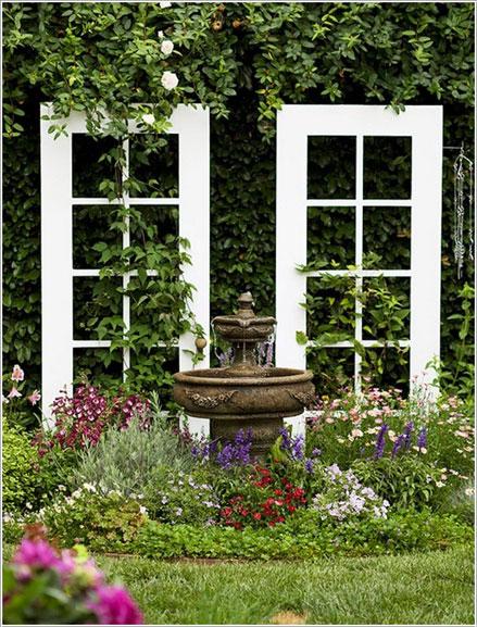 cửa cũ làm cửa sổ trang trí