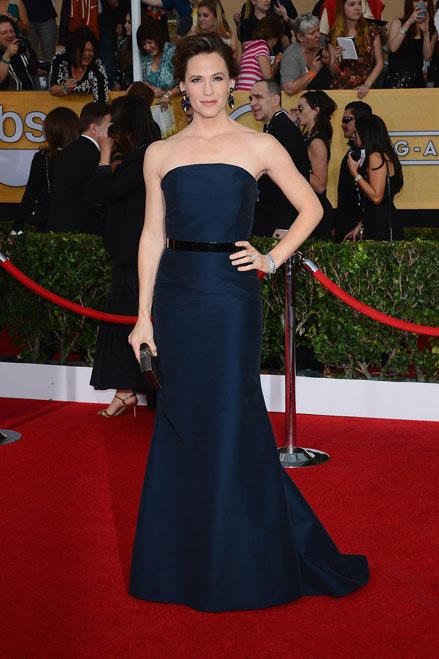 Jennifer Garner thu hút mọi ánh nhìn trong bộ đầm quyến rũ hiệu Max Mara.