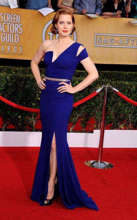Amy Adams khoe vẻ quyến rũ chết người của mình trong thiết kế đầm xanh hiệu Antonio Berardi.