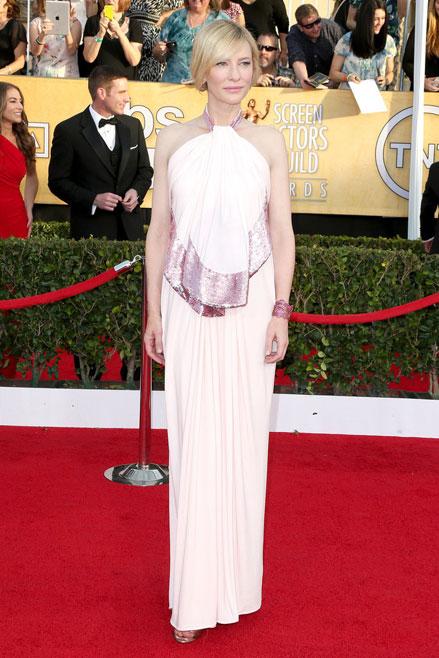 Cate Blanchett vô cùng duyên dáng với thiết kế hồng nhạt Givenchy.