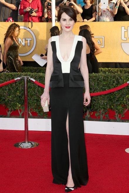 Michelle Dockery chinh phục thảm đỏ SAG bằng bộ đầm trắng đen vô cùng tinh tế hiệu J.Mendel.