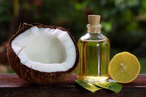 Tóc bớt gàu nhờ kiên trì dùng dầu dừa pha nước cốt chanh - Tạp chí Đẹp