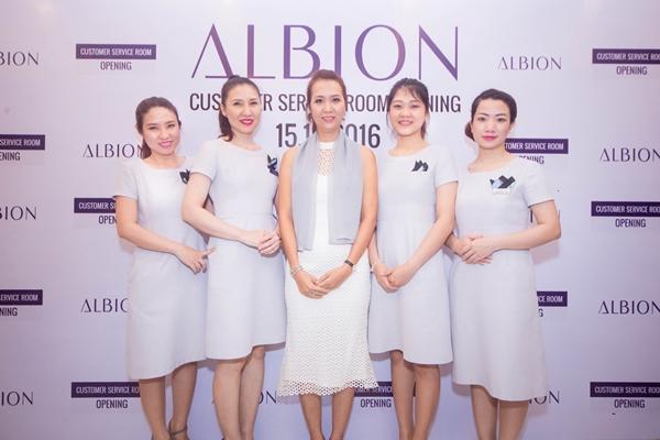 """Bà Mỹ Hạnh – đại diện công ty TNHH Runway Asia Beauty chia sẻ: """"Mong muốn  tột bậc của chúng tôi khi có phòng chăm sóc khách hàng này là đem lại ..."""