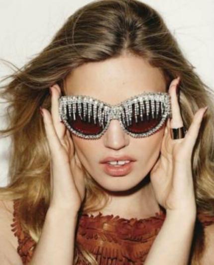 Cập nhật những xu hướng kính mắt 2013 hot nhất cho mùa Hè mới   723 7ewfjp8sul4 t9bapx7qvpi aaaaaaabl6w zuwetaylrey s1600 elle uk 2012 07dragged22 rock royalty1