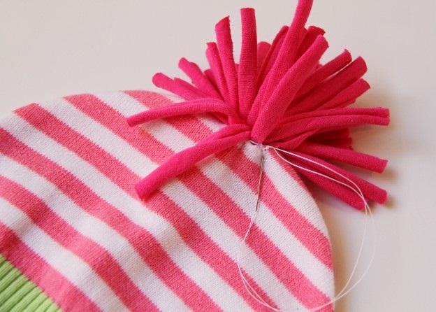 Позже расскажу и покажу вам как сшить малышу шапочки на теплую весну или летний вечер из трикотажных футболок...