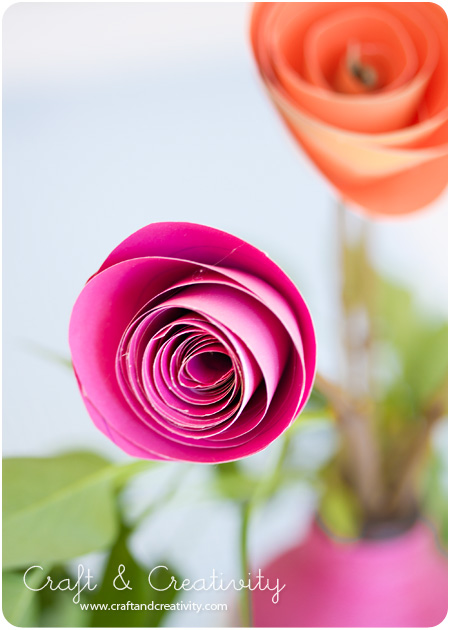 Làm hoa hồng bằng giấy thật dễ