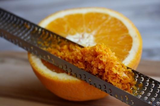 Làm trắng vùng nách bằng vỏ cam