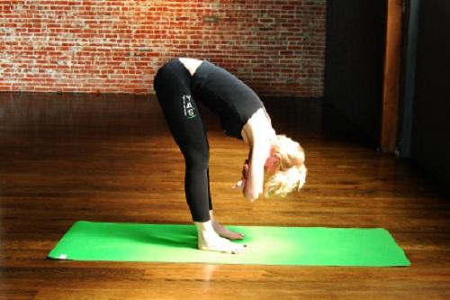 6 tư thế Yoga kéo dãn giúp bạn trẻ mãi