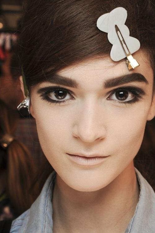 5 graphic eyeliner 7 kiểu trang điểm mắt ấn tượng trên sàn catwalk 2013