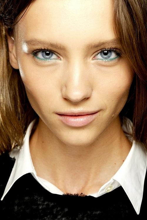 7 bright eyeliner 7 kiểu trang điểm mắt ấn tượng trên sàn catwalk 2013