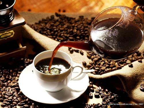hàm răng trắng, Trà và cà-phê, rượu vang trắng và vang đỏ, Quả óc chó đen,nước sốt, giấm thơm, Kẹo, kẹo cao su có đường,