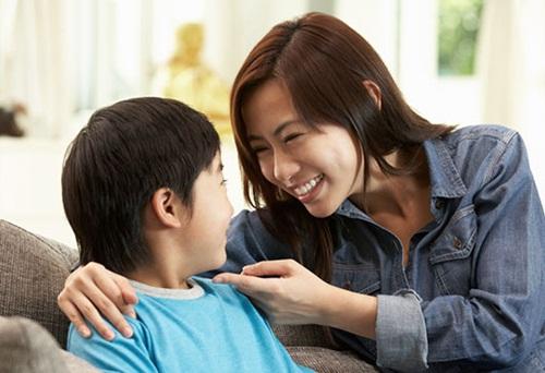 - me don than day con traideponline - Dùng 2 quả trứng để dạy con, người mẹ khiến cô giáo mầm non phải nghiêng mình thán phục: Quá hay!