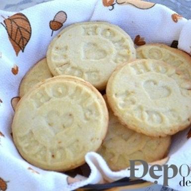 Làm bánh quy cam giòn tan nhâm nhi ngày nghỉ