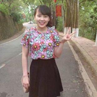 Đơn giản và nổi bật với áo phông hoa