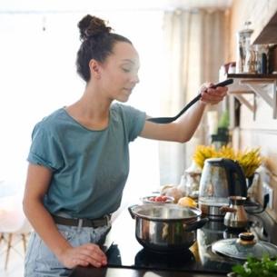 10 mẹo làm bếp đơn giản mà vô cùng hữu ích