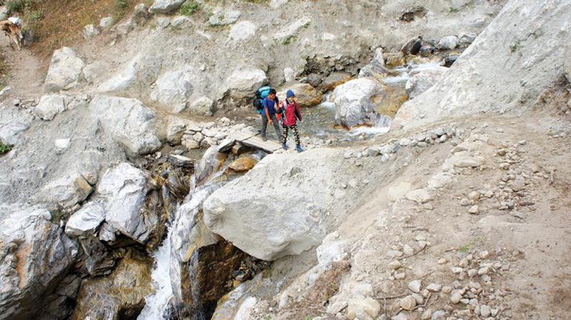 01-trekking-tren-duong-768x431-copy