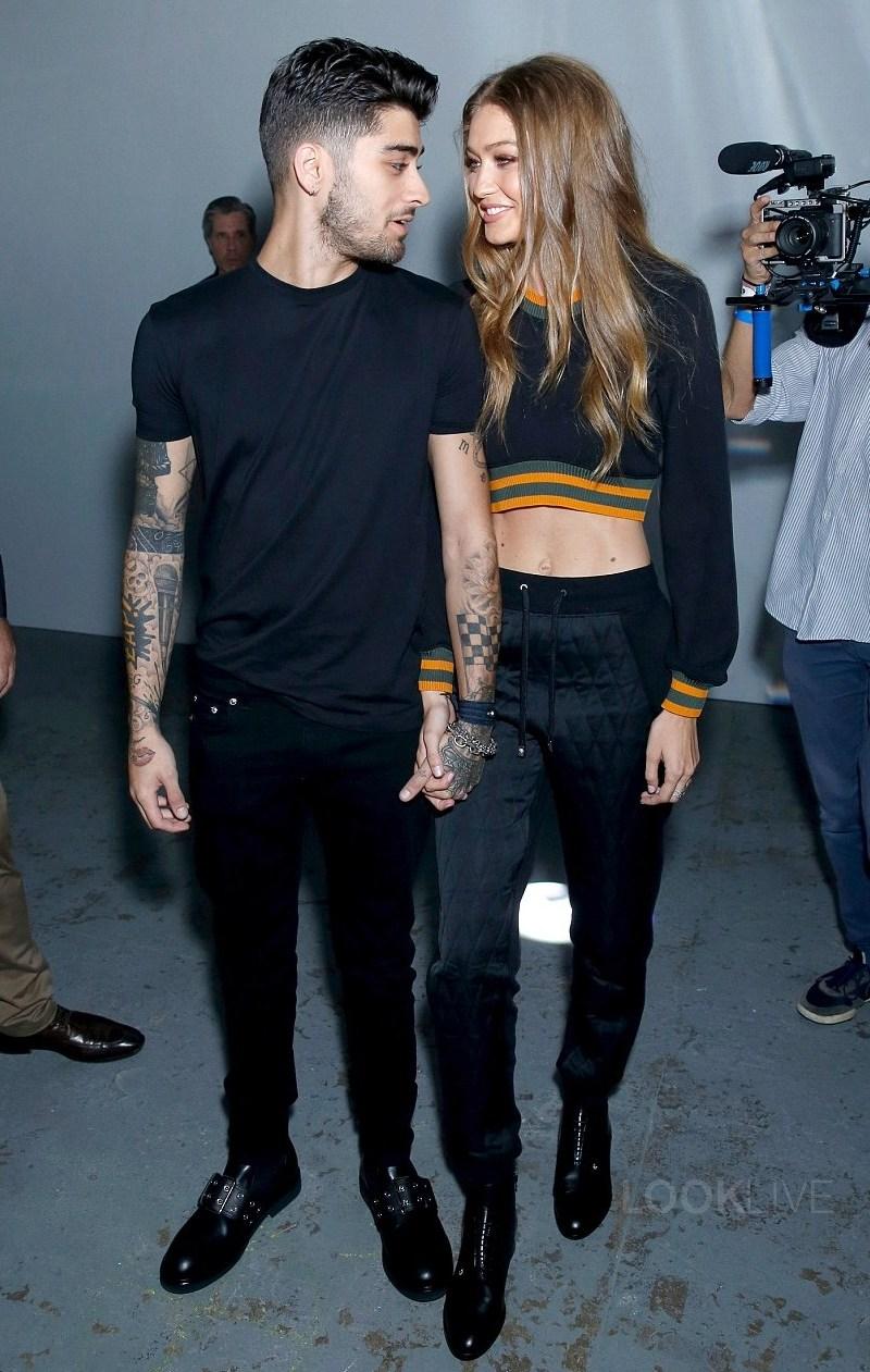 Cặp tình nhân ngọt ngào chiếm lĩnh mọi sự chú ý khi xuất hiện tại show diễn Versus Versace mùa Xuân Hè 2017