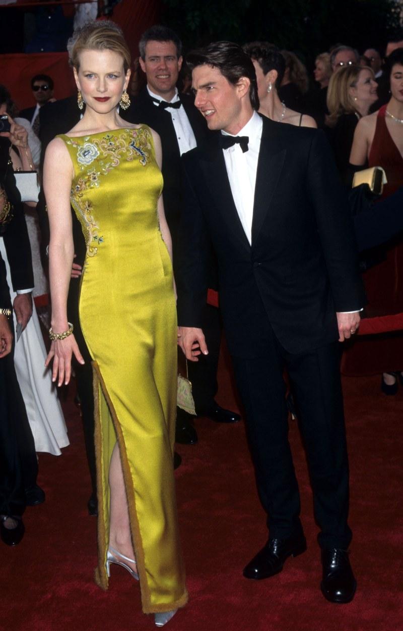 Nhan sắc mặn mà, đằm thắm của Nicole Kidman tại Oscar 1997 được lột tả trọn vẹn trong chiếc đầm vàng thêu hoa sang trọng, quyến rũ của nhà mốt Christian Dior