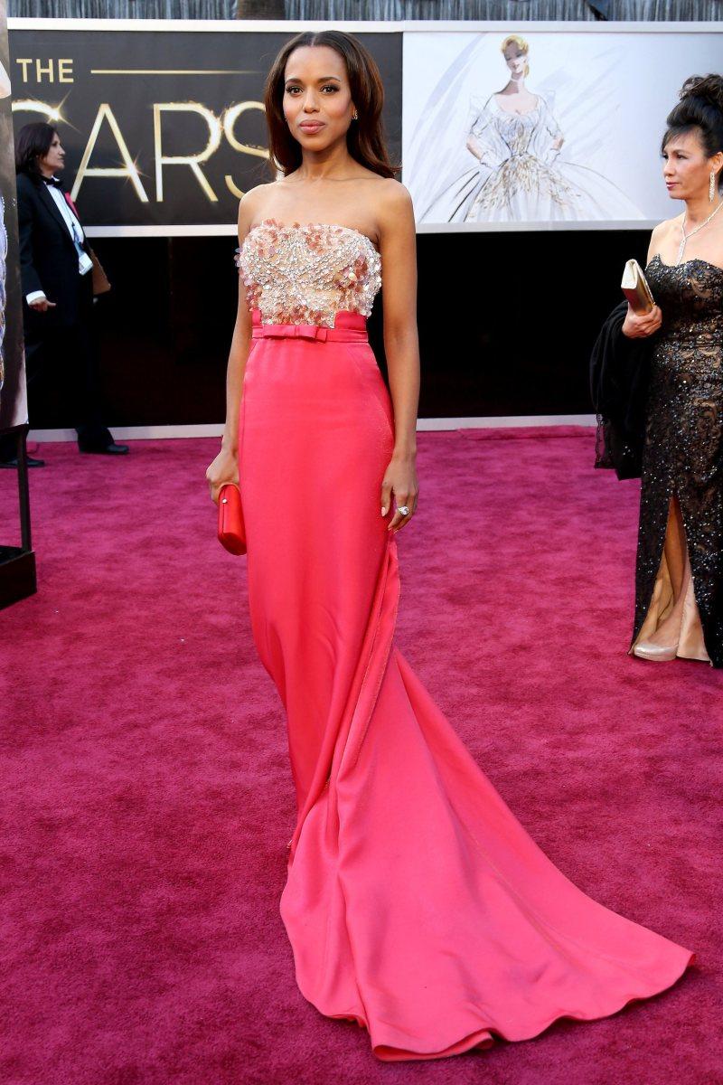 """Ngôi sao của series phim đình đám """"Scandal"""" Kerry Washington lộng lẫy như bà hoàng tại thảm đỏ Oscar 2013 trong bộ đầm màu hồng kiêu kỳ, tinh tế từ nhà mốt Miu Miu"""