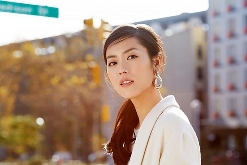 exclusive-liu-wen-models-3-stunning-beauty-looks-for-estee-lauder-1629996-1453410082-640x0c-copy