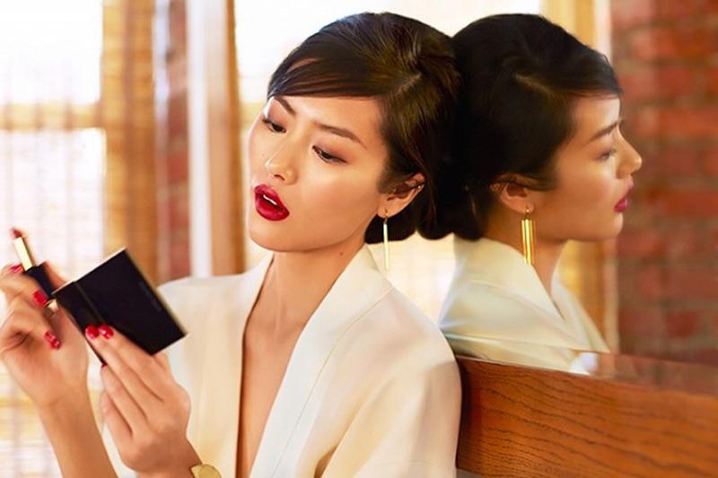 exclusive-liu-wen-models-3-stunning-beauty-looks-for-estee-lauder-1629998-1453410083-640x0c-copy