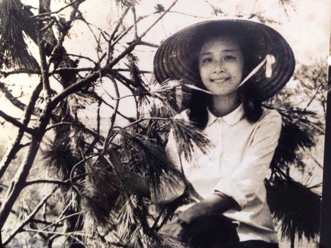 """Mẹ của Chi Pu khi còn trẻ là một cô gái rất xinh đẹp, được mệnh danh là """"Hoa hậu"""" của Trường Chu Văn An"""