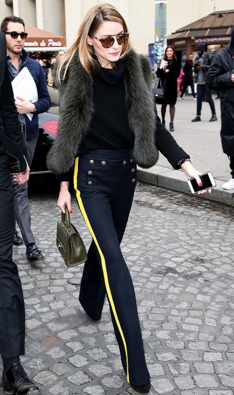 Xuất hiện tại Tuần lễ thời trang đầu năm 2017, fashionista đình đám Olivia Palermo tích cực lăng xê chiếc quần thể thao phối sọc màu trong loạt bộ cánh vô cùng đẳng cấp, hô biến chiếc quần giản dị trở thành món đồ đáng thèm muốn của mọi tín đồ thời trang