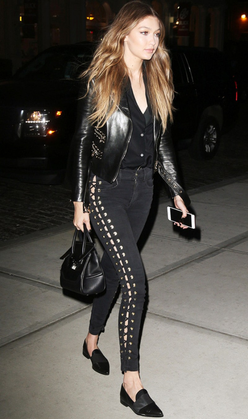 """Quần thắt dây và sắc đen thời thượng hoàn thiện trang phục dạo phố """"chất lừ"""" của siêu mẫu Gigi Hadid"""