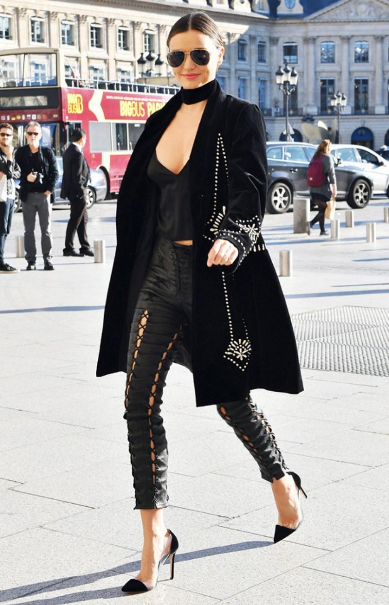 """Chiếc quần thắt dây cá tính của Unravel Project được hai người đẹp đình đám Kendall Jenner và Miranda Kerr lựa chọn khoe đôi chân """"vàng"""" đầy gợi cảm"""