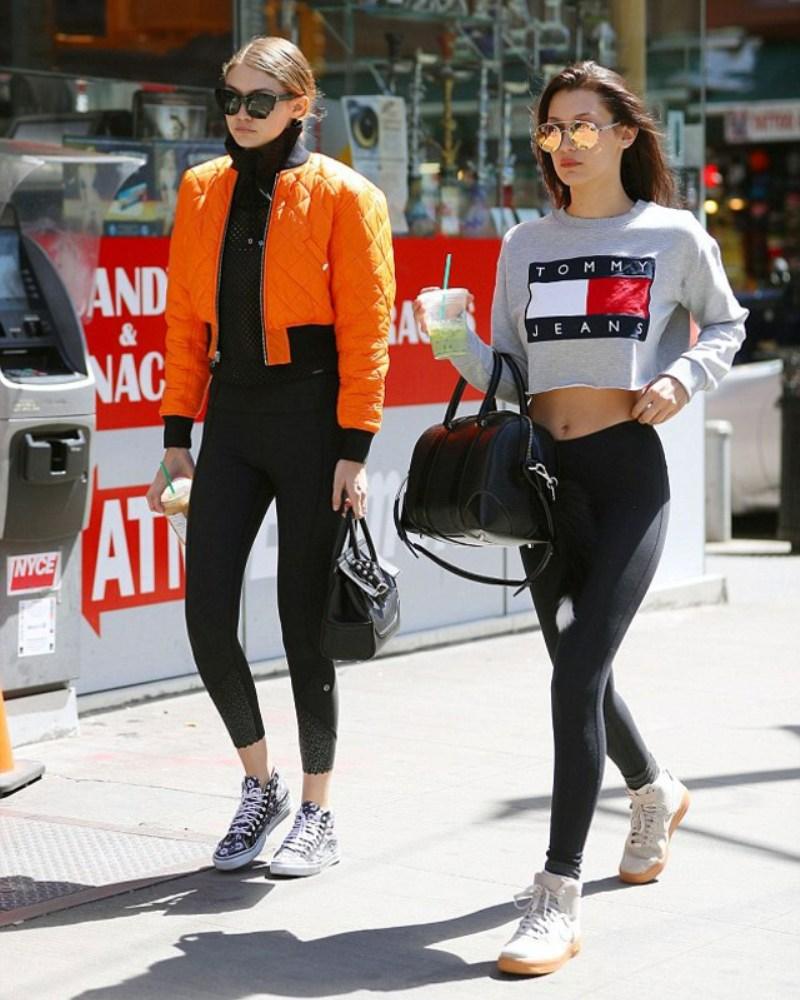"""Hình ảnh cặp chị em đình đám Gigi Hadid và Bella Hadid xuất hiện thời thượng trên phố càng khiến quần leggings trở thành món đồ """"phải có"""" trong tủ quần áo của phái đẹp"""