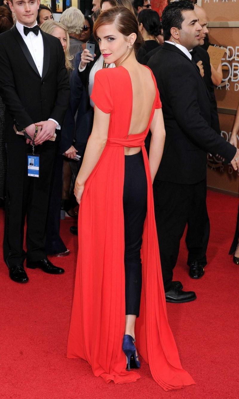 """Tại lễ trao giải Quả cầu vàng 2014, Emma Watson """"đánh cắp"""" mọi sự chú ý khi diện quần trên thảm đỏ, phối hợp """"cao tay"""" cùng đầm đỏ phá cách của Christian Dior và giày cao gót Roger Vivier"""