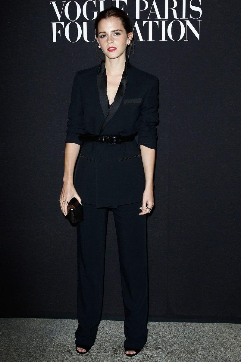 """Bộ pantsuit sang chảnh, quyền lực của Givenchy tiếp tục là lựa chọn khôn khéo tôn thần thái thanh lịch và dấu ấn nữ quyền mạnh mẽ của nàng """"phù thủy"""" Emma Watson"""