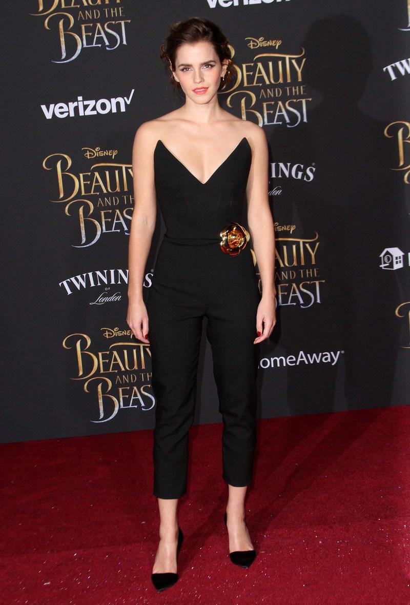 """Tại sự kiện quảng bá cho bộ phim """"Beauty and the Beast"""" ở Los Angeles, Emma Watson xuất hiện trẻ trung, khỏe khoắn trong bộ jumpsuit đen thanh lịch của thương hiệu Oscar de la Renta"""