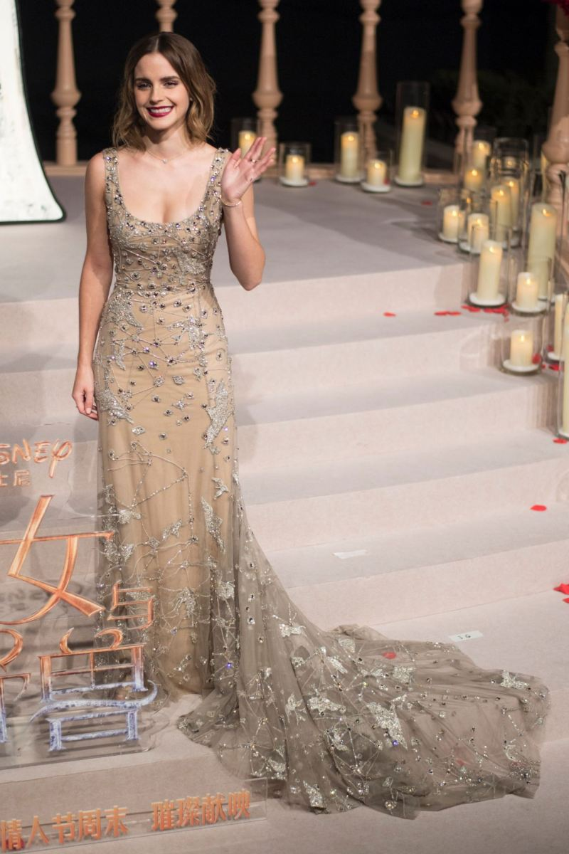 Bộ đầm tuyệt đẹp nàng Belle chưng diện tại sự kiện quảng bá phim tầm cỡ tiếp tục là một thiết kế thân thiện với môi trường khi được tạo thành bởi những mẩu vải thừa từ BST Haute Couture của nhà mốt Elie Saab