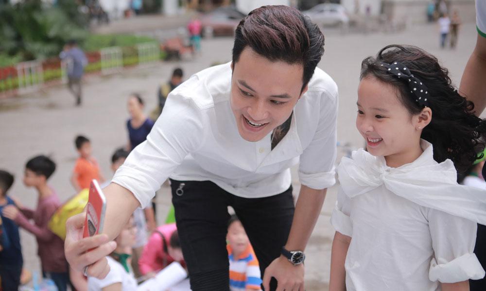 Lần hiếm hoi diễn viên Hồng Đăng khoe con gái tại sự kiện