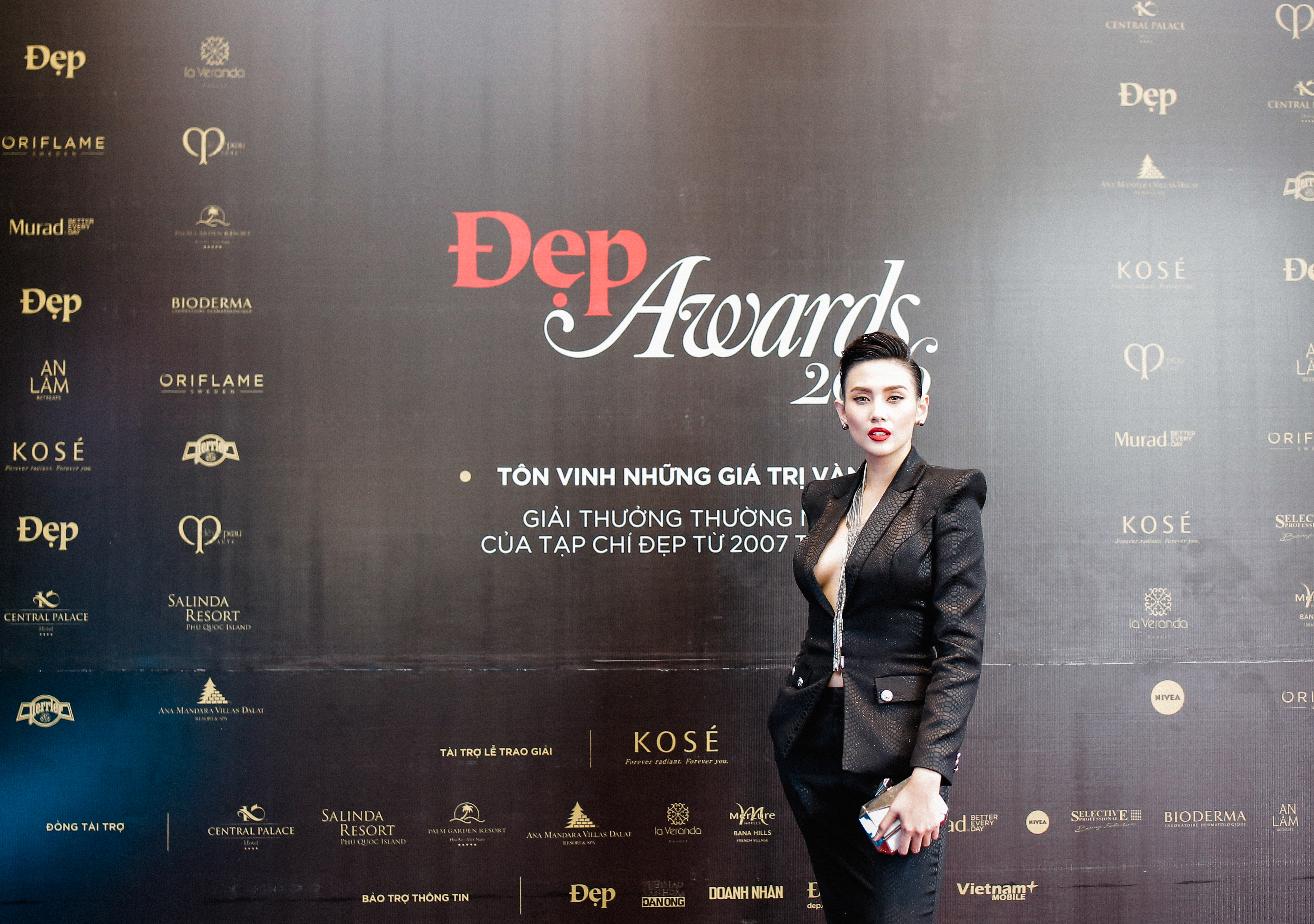 vo-hoang-yen-dep-awards-2016