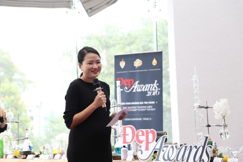 Giám đốc sáng tạo kiêm Phó tổng biên tập Tạp chí Đẹp - bà Hà Đỗ phát biểu khai mạc chương trình