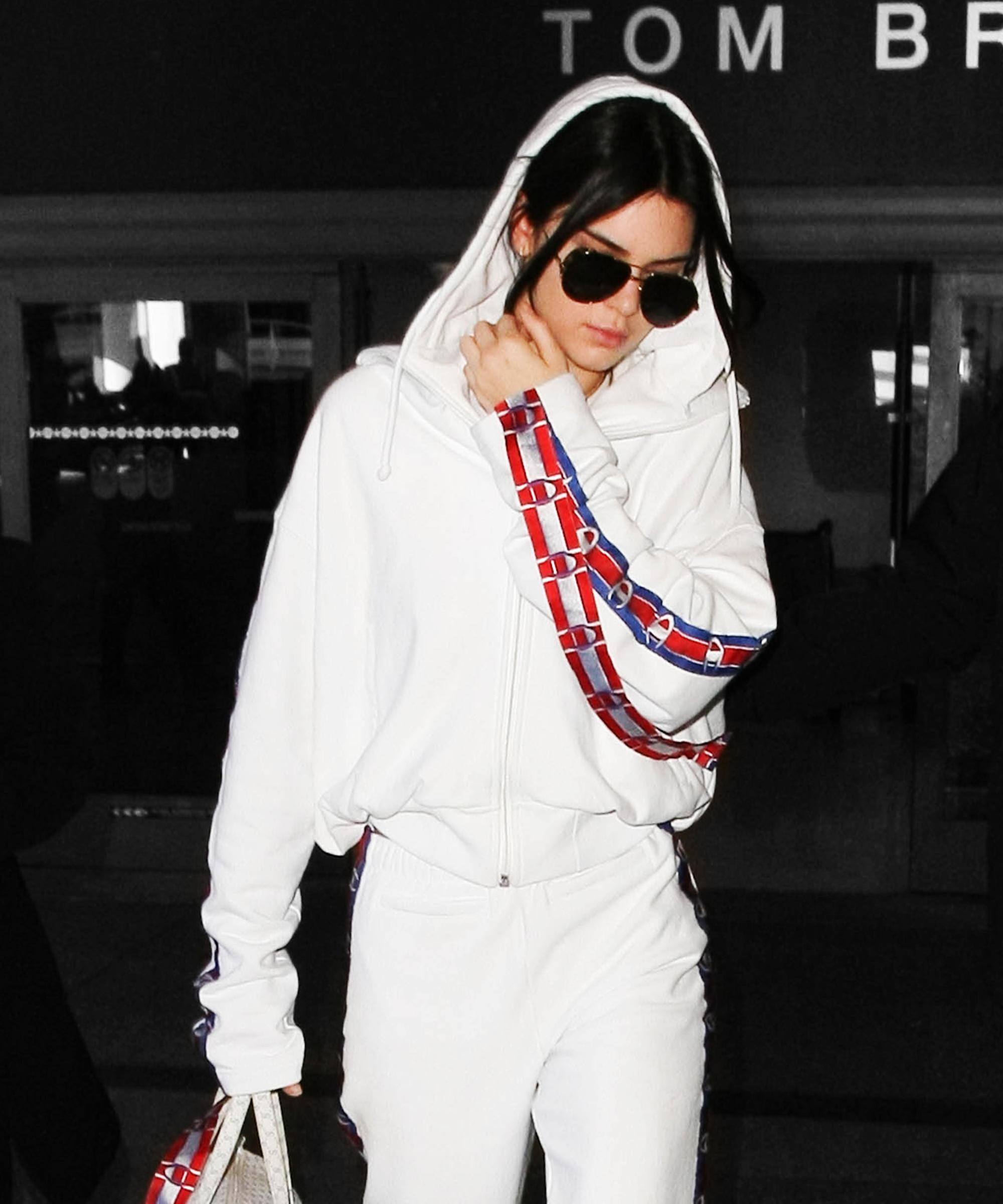 Ngay cả hot girl Hollywood Kendall Jenner cũng không thể cưỡng lại sức hấp dẫn từ thiết kế độc đáo này.