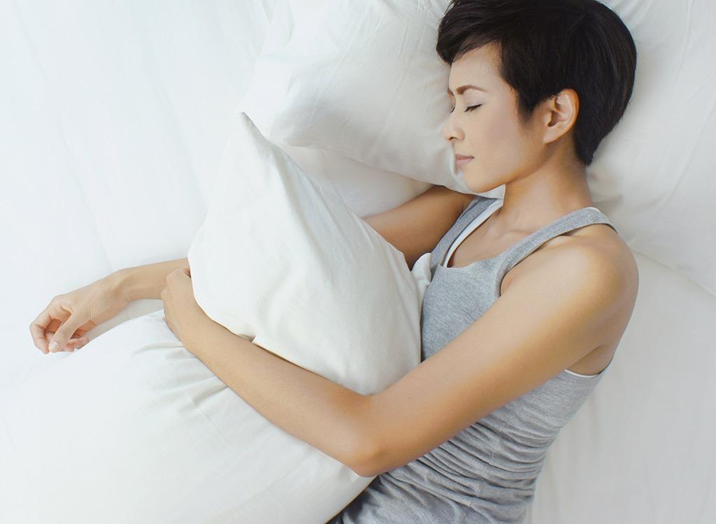 """Các mẹo đơn giản giúp """"tống bay"""" mỡ thừa ngay trong giấc ngủ"""