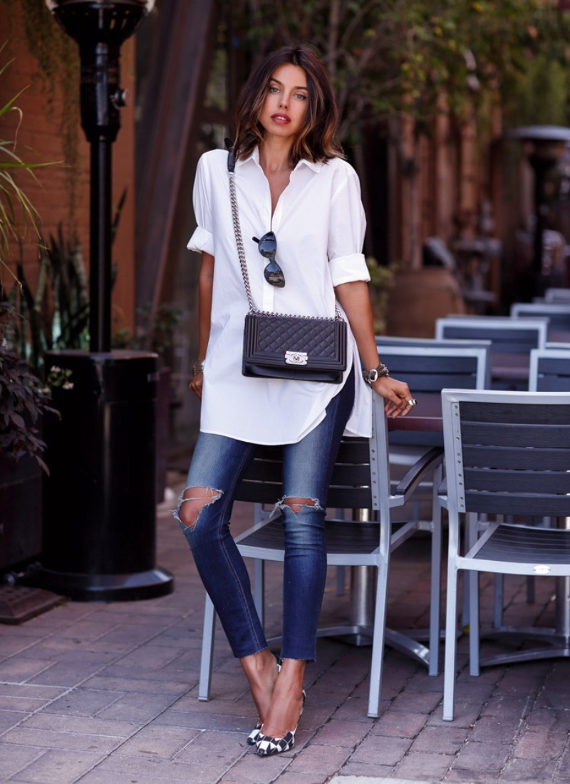 """Sơ mi trắng và quần jeans là bộ đôi """"ghi điểm"""" trong mọi tình huống, đơn giản nhưng vô cùng thanh lịch, phù hợp với nhiều độ tuổi, dáng người"""