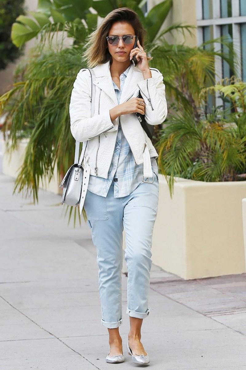 Rosie Huntington-Whiteley, Gisele Bundchen, Jessica Alba và hàng loạt mỹ nhân Hollywood đặc biệt yêu chuộng công thức cá tính quần jeans và sơ mi kẻ caro