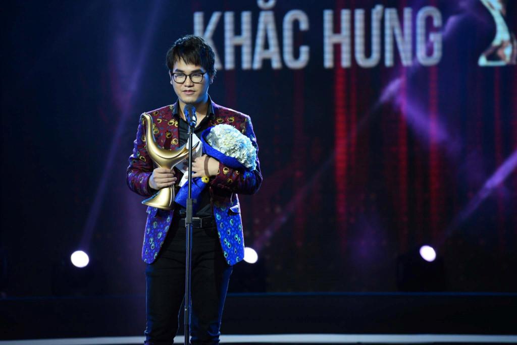 Nhạc sĩ trẻ Khắc Hưng trên sân khấu Cống Hiến.